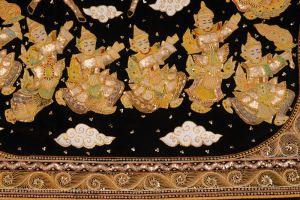 Vyšívaná dekorace Kalaga Buddha vstupující na nebesa doprovázený anděli, Nááty. 92 x 112 cm | SoNo spol. s r.o.